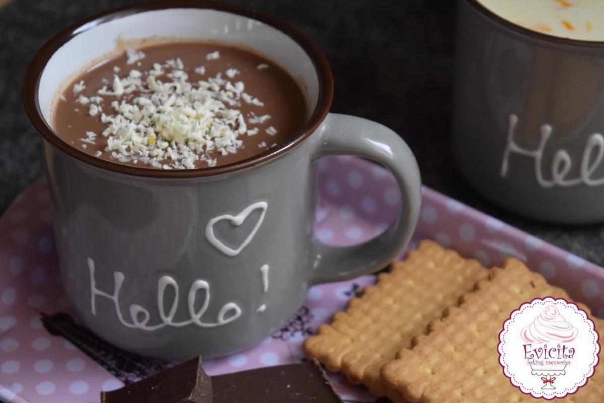 ζεστή σοκολάτα με γεύση τσουρέκι